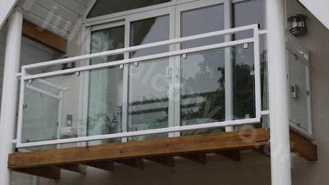 'Mirage' glass balcony