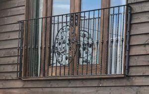photo: Bird ornate centre panel design of juliet balcony