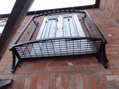 photo: small platofrm balcony design
