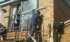 Installing the balcony frame 2