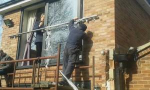 Installing the balcony frame 2