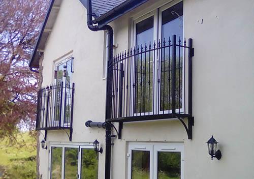 photo small custom balcony